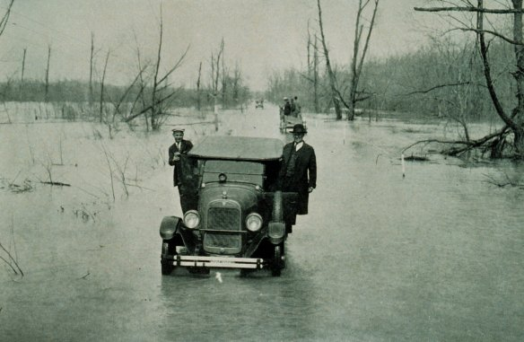 1927_Mississippi_flood_Mounds-Cairo_IL_highway